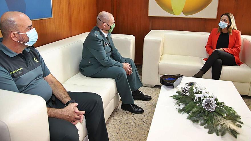 Visita del nuevo capitán de la Guardia Civil al Cabildo
