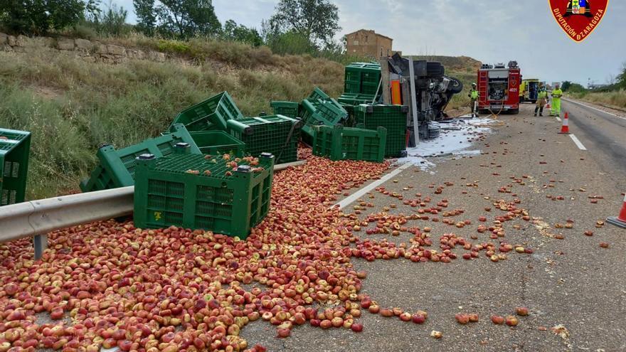 Herido un camionero que transportaba fruta en un accidente en la N-211, a la altura de Caspe