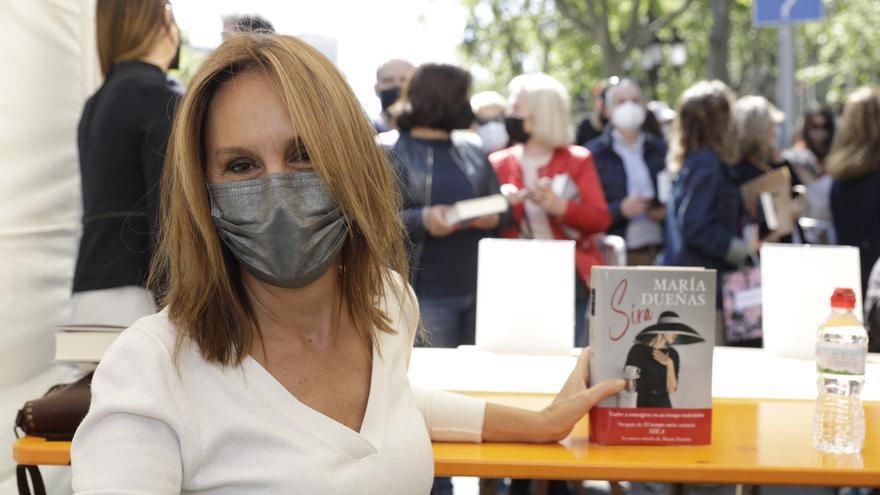 Los escritores vuelven a encontrarse con sus lectores en un Día del Libro atípico