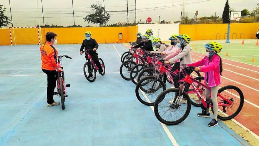 """""""Aula ciclista"""" posaa pedalejar 12.000 xiquets i xiquetes de 146 centres educatius"""