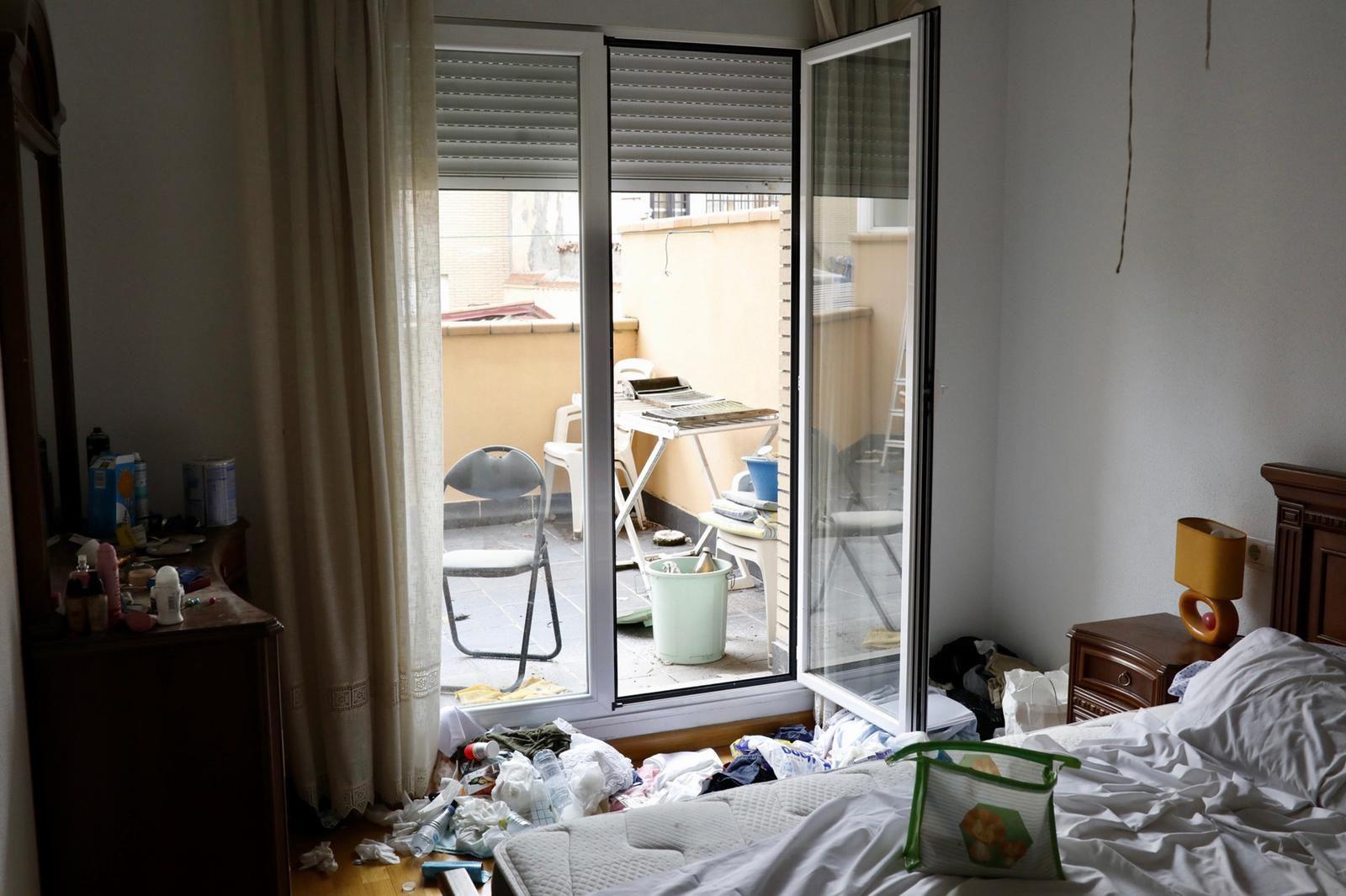 Desalojan a unos ocupas que abandonaron el piso lleno de basura y excrementos en Zamora