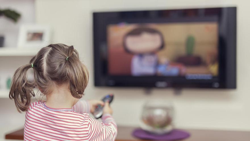 Usuarios de televisión creen que la nueva ley audiovisual protege menos a los menores
