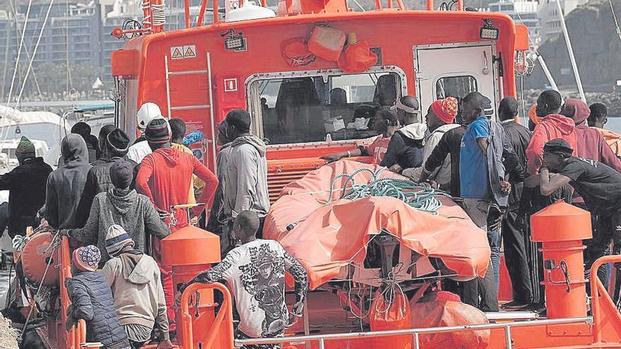 Más de 400 migrantes llegan en patera el fin de semana, 168 a las costas canarias