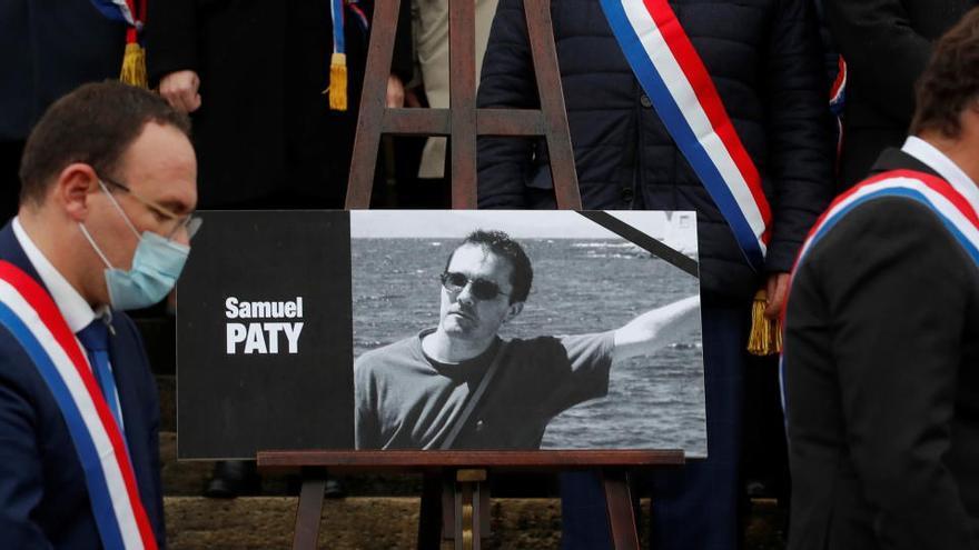 Francia ve relación entre la campaña en redes y el asesinato