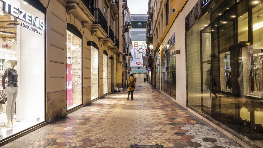 La CEV pide que las tiendas abran hasta las 20 horas desde el lunes