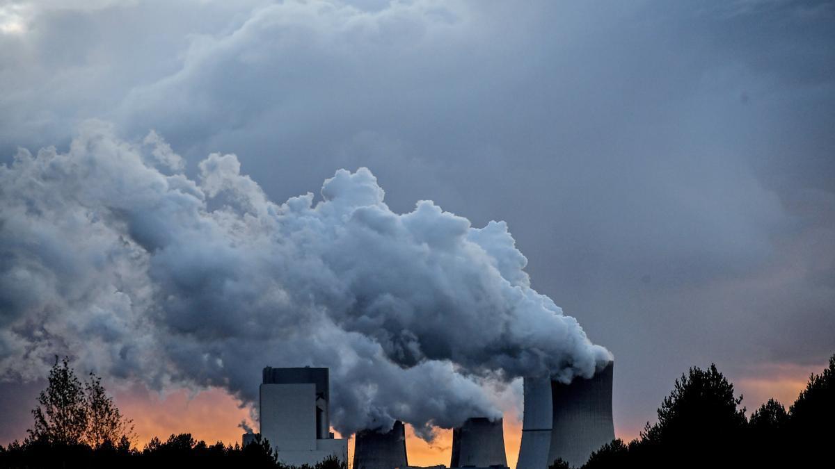 Centrales térmicas expulsan gases contaminantes