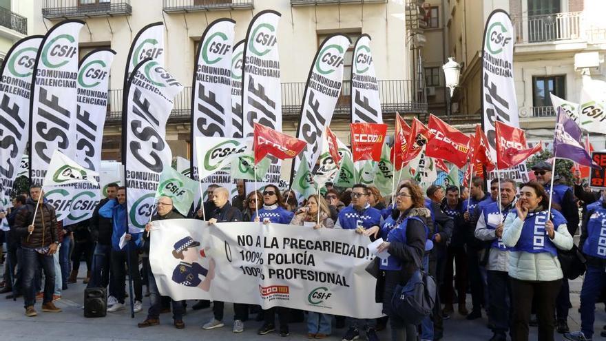 Cinco alcaldes de EU se rebelan contra Unides Podem por rechazar los policías interinos