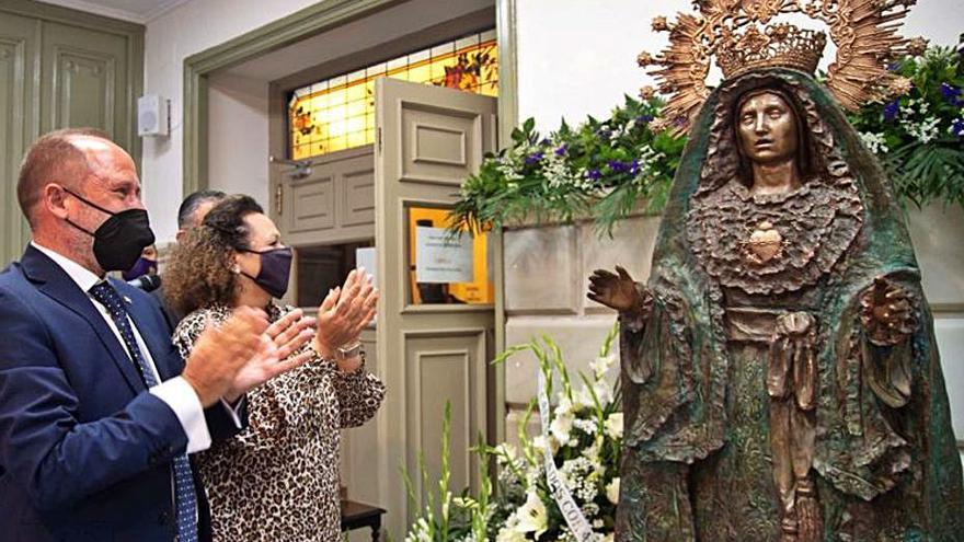 Quirós esculpe en bronce a la Virgen de la Soledad