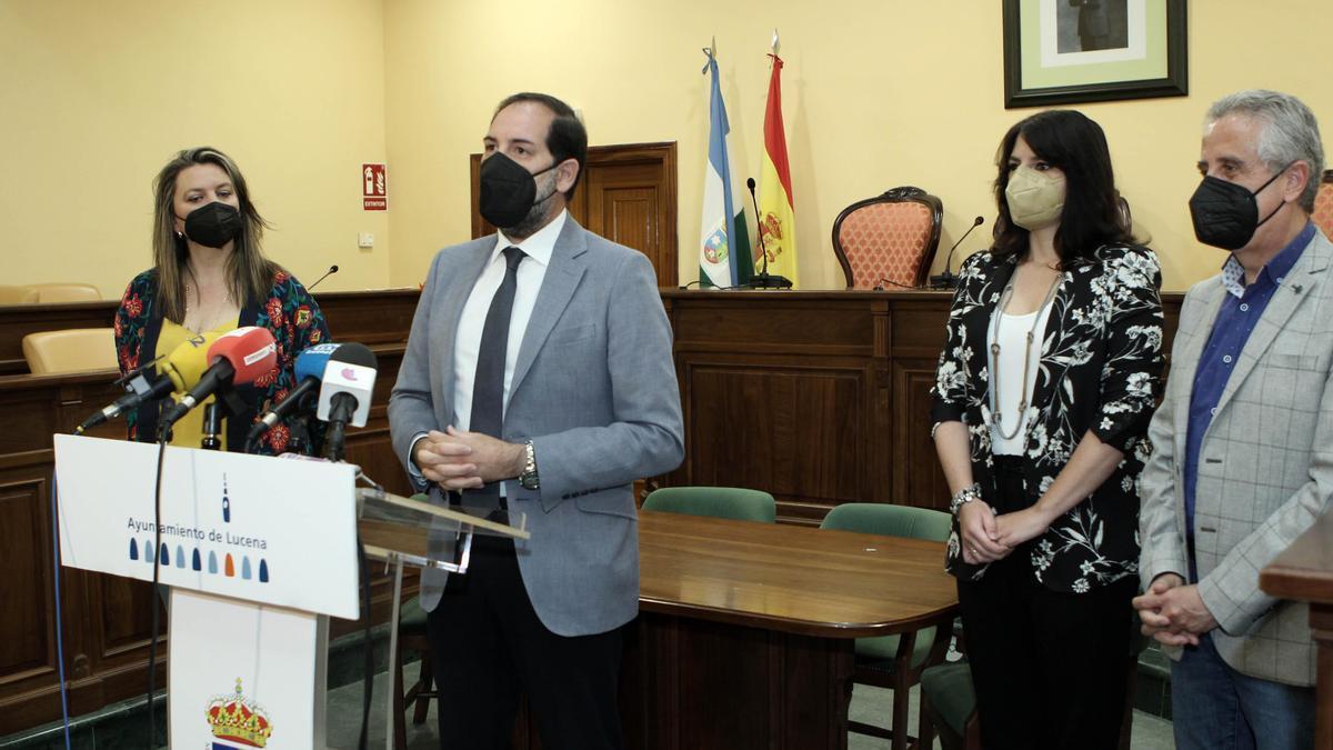 Francisco Ontiveros, durante la rueda de prensa ofrecida en el ayuntamiento de Lucena.