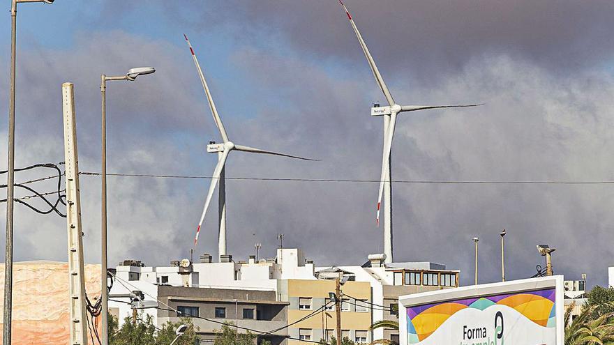 El Consistorio pide una moratoria para frenar el descontrol de parques eólicos