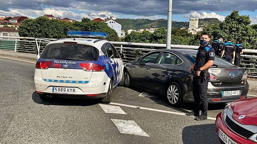 Sin seguro, ITV ni carné, embiste un coche policial y da positivo en drogas