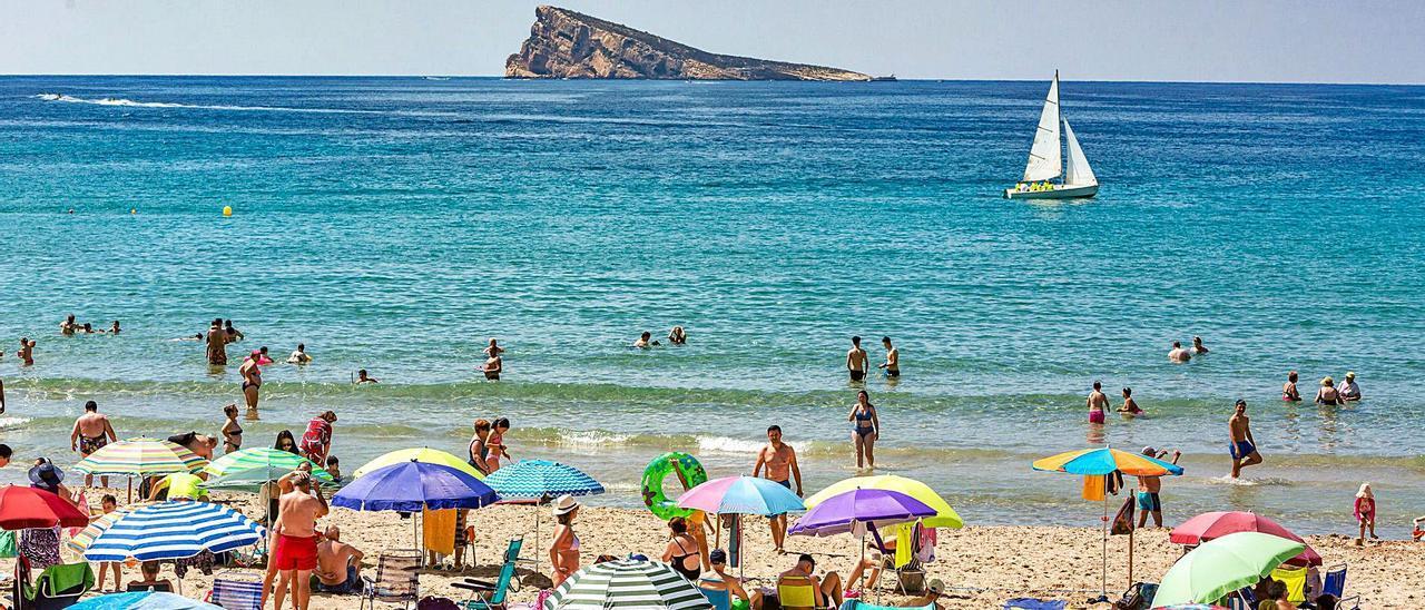 Benidorm va a recuperando turistas lentamente, pero necesita a los británicos para tener un buen verano.