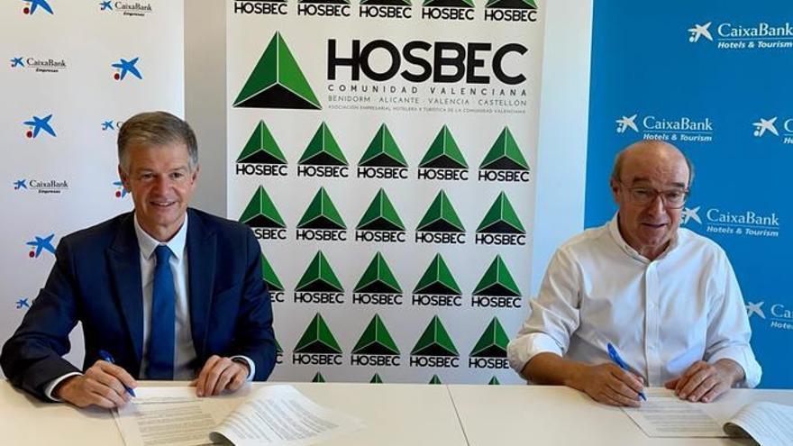 CaixaBank y Hosbec renuevan su acuerdo para seguir impulsando al sector turístico