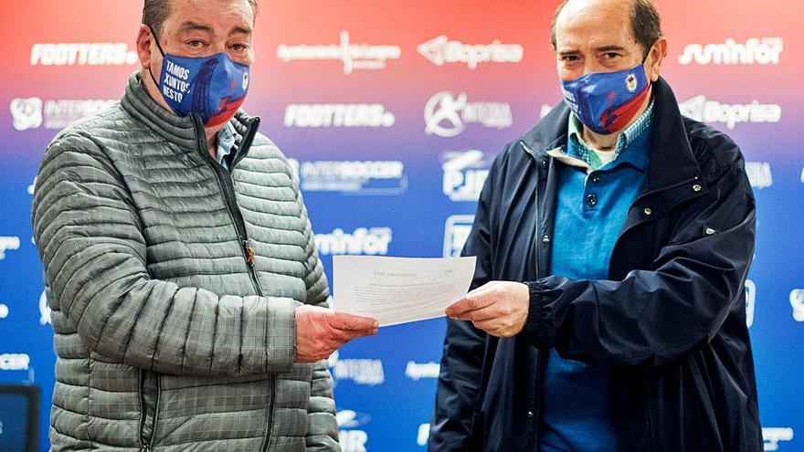 """Víctor Fernández-Miranda, reelegido presidente del Unión Popular de Langreo: """"El objetivo es seguir bajando la deuda del club y consolidar al equipo en Segunda B"""""""