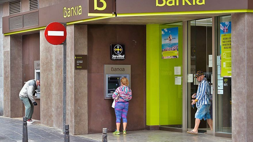 El BCE baraja abrir la mano y autorizar a la banca repartos limitados de dividendos