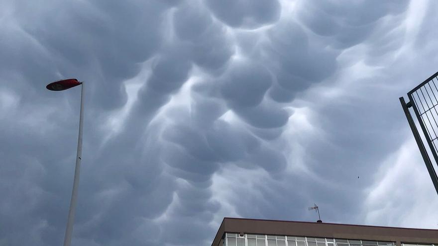 Las sugerentes y amenazantes nubes que han aparecido en el cielo de Vigo
