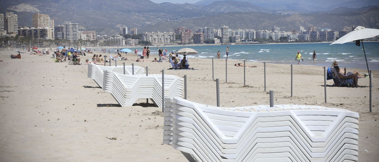 Playa y parte del casco urbano de El Campello.