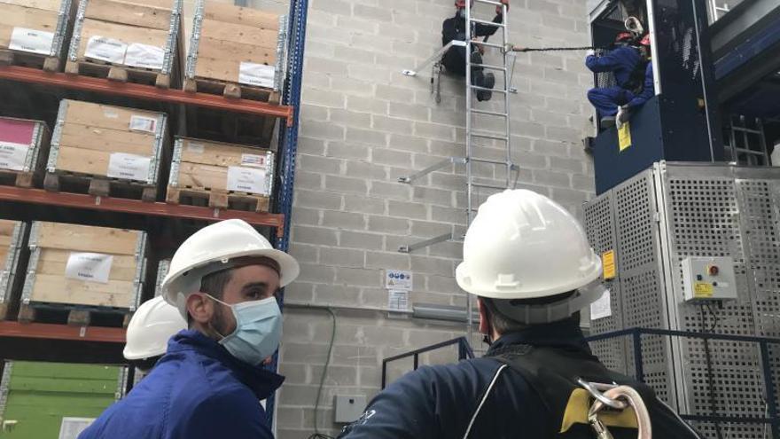 Endesa forma a 260 trabajadores para desmantelar térmicas y construir renovables