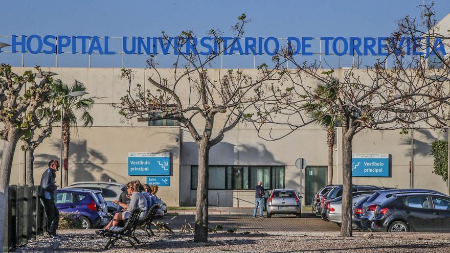 El Botànic inicia la reversión del hospital de Torrevieja sin empresa pública