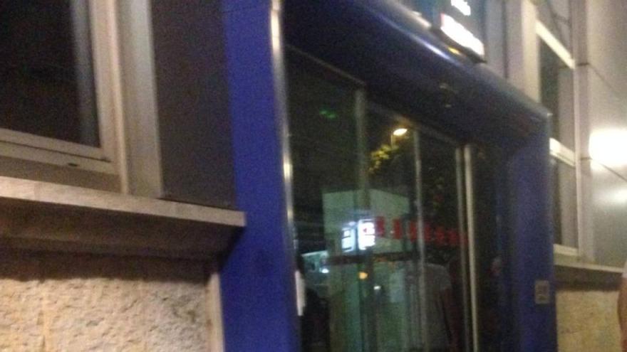Un home es presenta ferit a la comissaria dels Mossos de Girona després de ser apunyalat