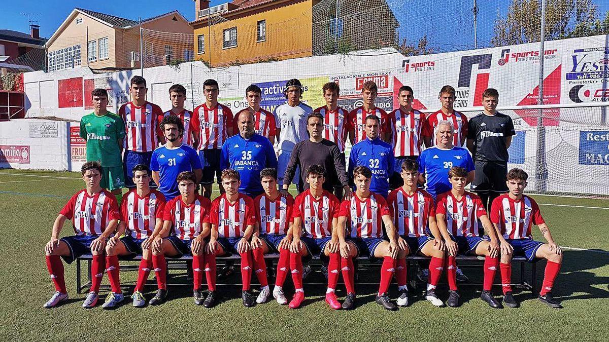 Plantilla y cuerpo técnico del equipo juvenil del Alondras que milita en Liga Nacional.