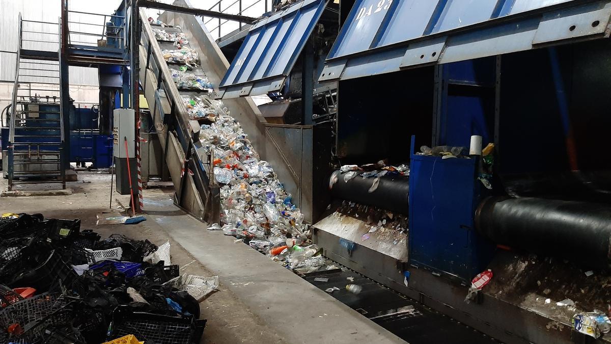 Uno de los objetivos de la educación ambiental es minimizar la producción de residuos.