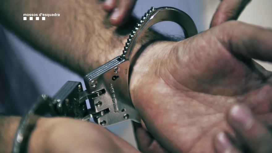Un preso agrede sexualmente a una funcionaria en Barcelona
