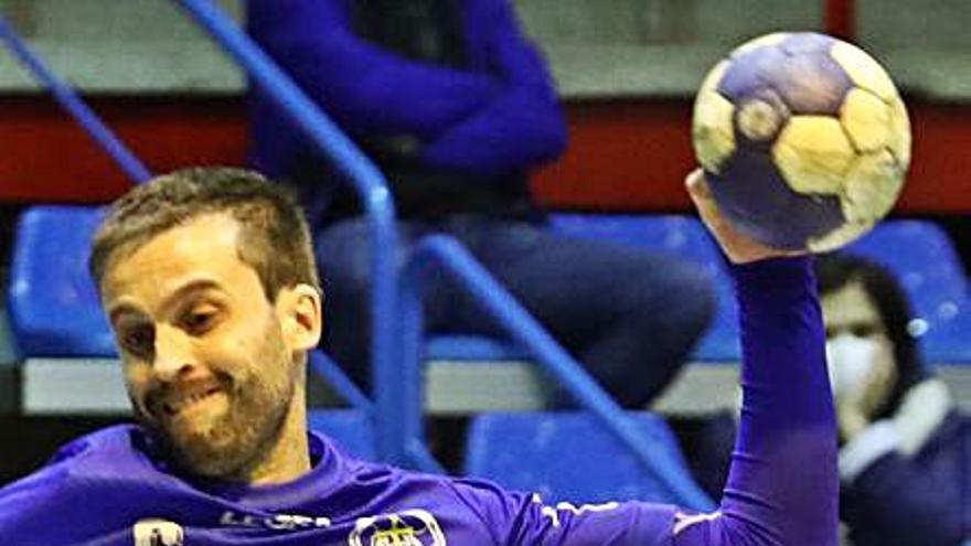 El Unión Financiera Balonmano Base Oviedo se impone por 25-27 al Santoña en un disputado encuentro