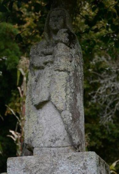 Otra talla de Virgen con ni�o.jpg