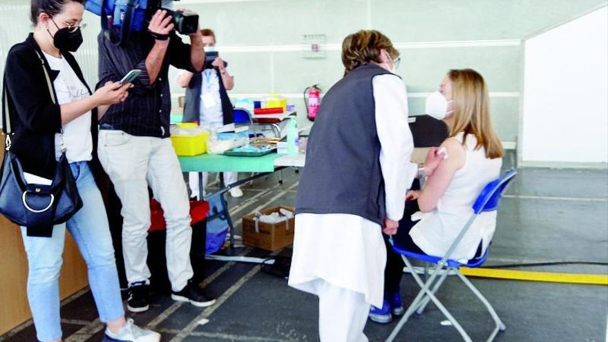 """Ana Pastor insta a vacunarse por ser """"un acto de solidaridad con la salud pública"""""""