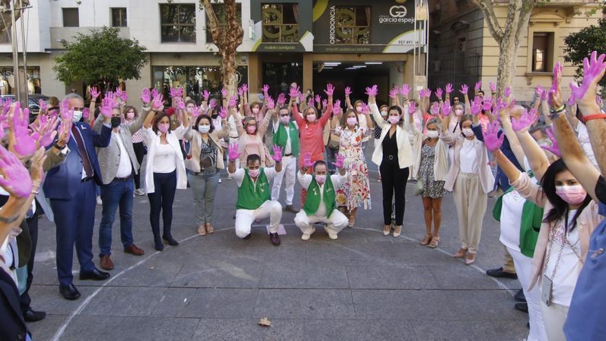 Córdoba se da un baño de rosa para combatir el cáncer de mama