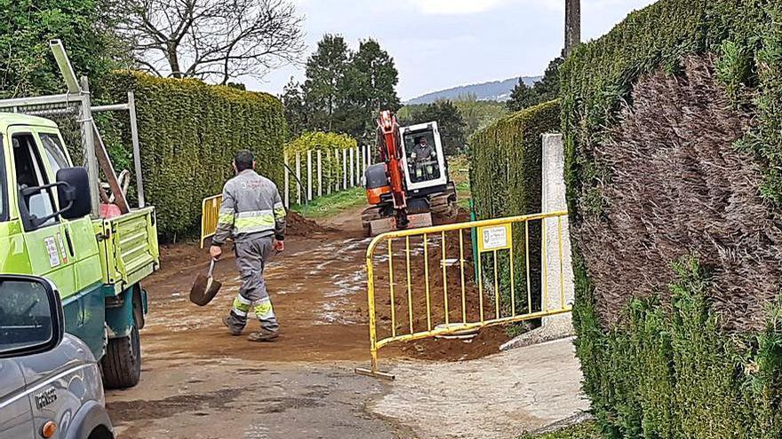 A Laracha mejora la red de saneamiento en la calle Feal