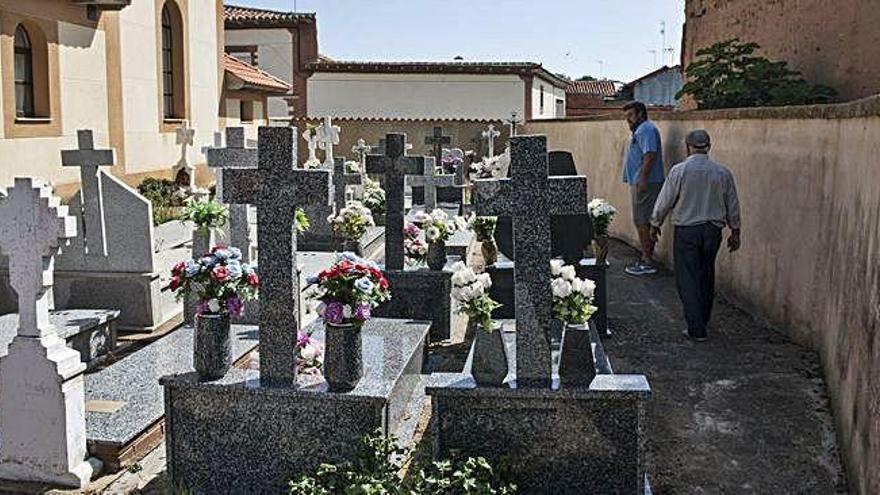 """Vecilla pide 70.000 euros para el nuevo camposanto que Requejo ve """"prioritario"""""""