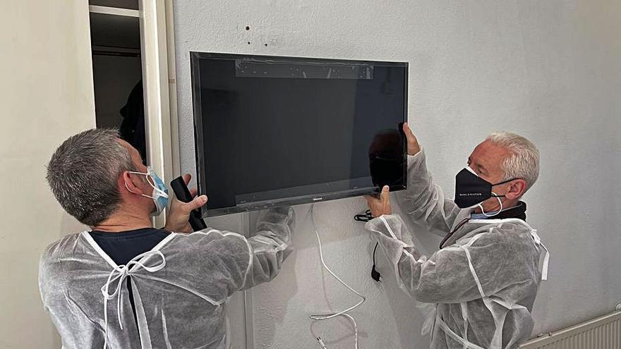 Instalación de un aparato en una de las habitaciones. | INFORMACIÓN
