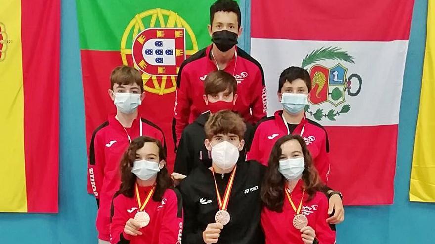 Cinco medallas para el bádminton mallorquín en el Internacional de Ibiza