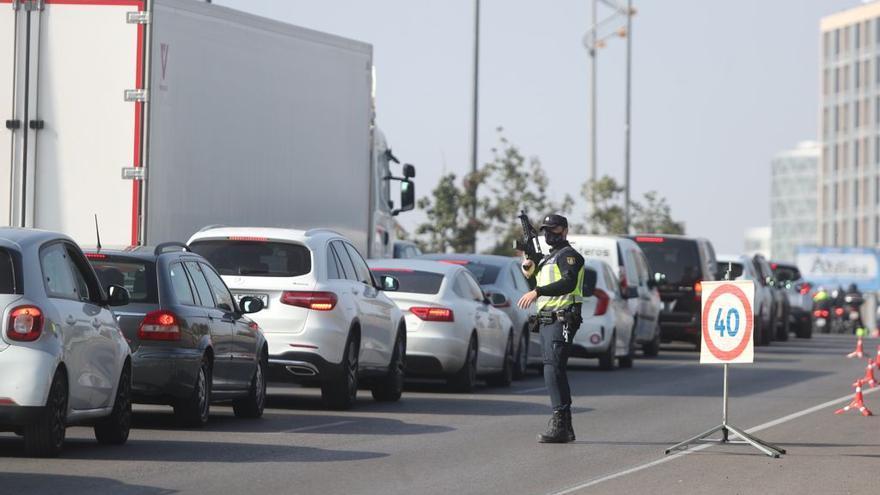 El cuarto cierre perimetral de València deja atascos en todos los accesos a la ciudad