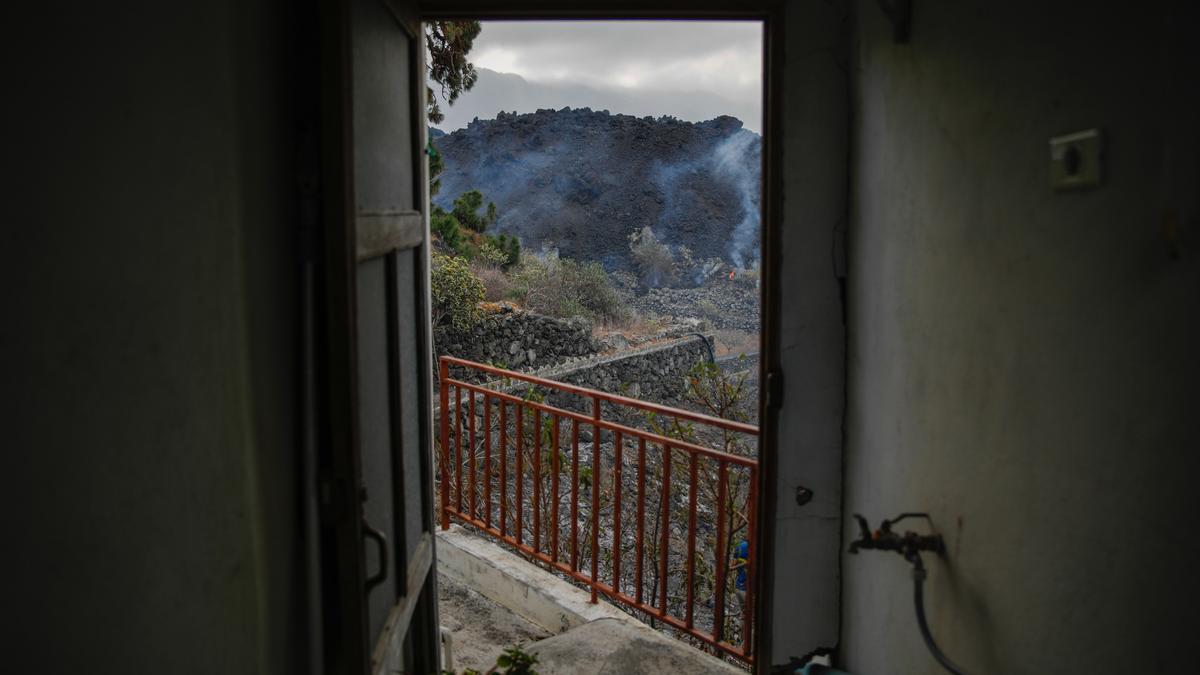 Una vivienda de Todoque vacía antes de que la engulla la lava.