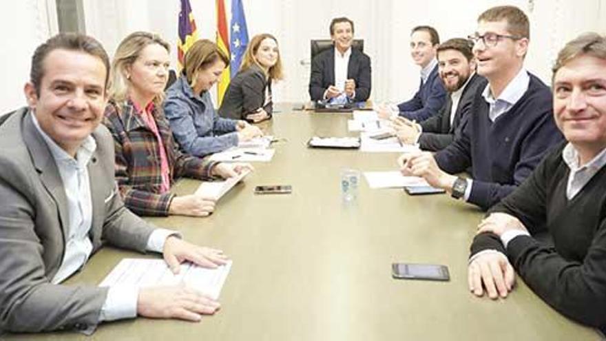 El PP cree que Salom negoció con Vox para recibir más votos al Senado