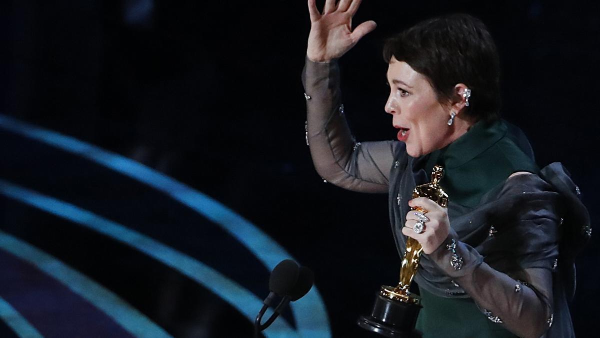 Olivia Colman con el Oscar a Mejor actriz por su papel en 'La favorita'