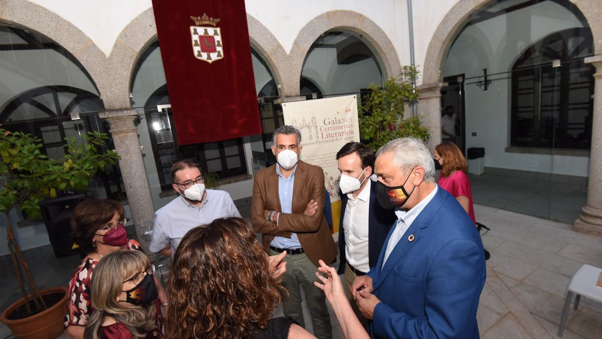 Autoridades y organizadores del certamen, tras la gala celebrada en Coria el pasado miércoles.