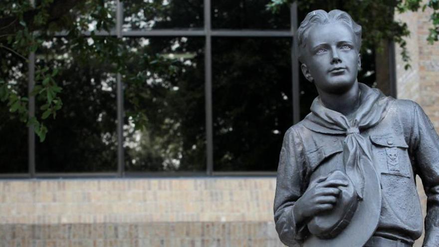 Una estatua de los Boy Scouts of America.
