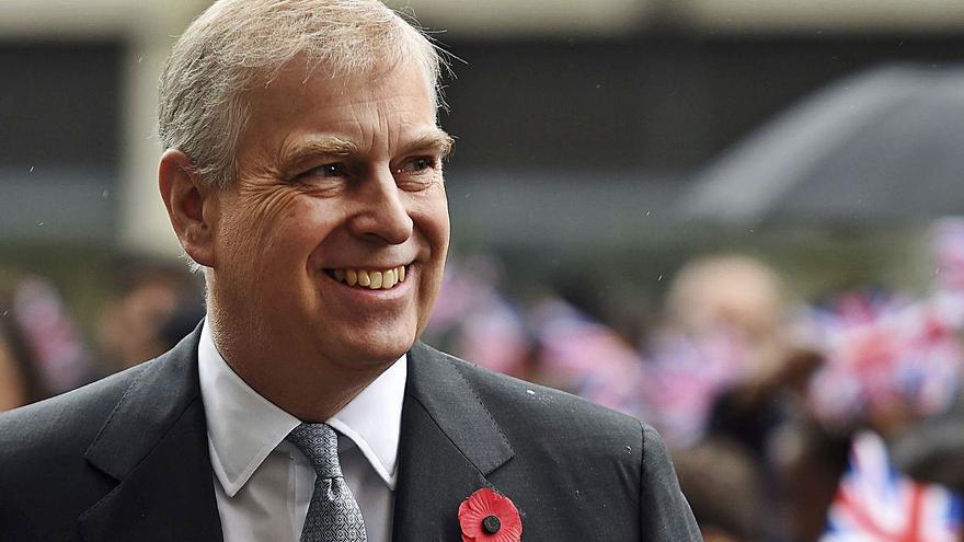 El príncipe Andrés recibe  la denuncia que lo relaciona con el caso Epstein