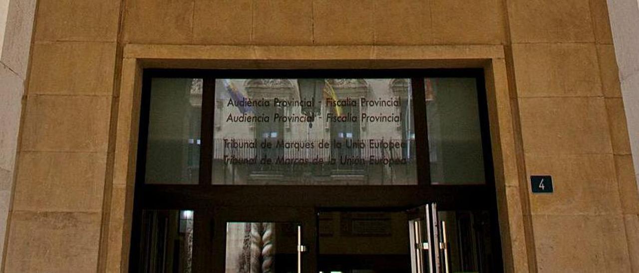 Entrada de la Audiencia provincial  