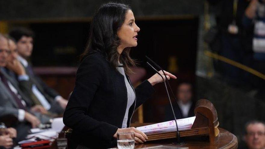 """Arrimadas prevé una legislatura dura con Podemos buscando """"un cambio de régimen"""" y los independentistas, la ruptura"""