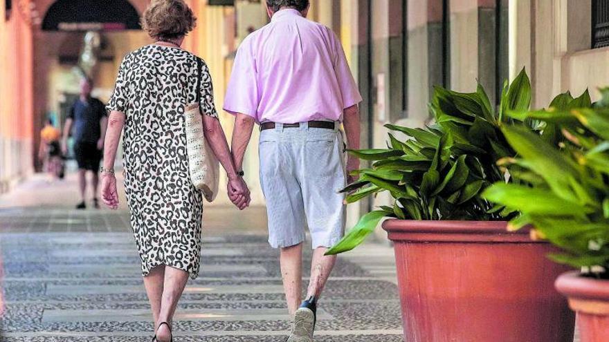 La 'cuarta edad' sufre la mayor subida de población de la década en Baleares en el año de la pandemia