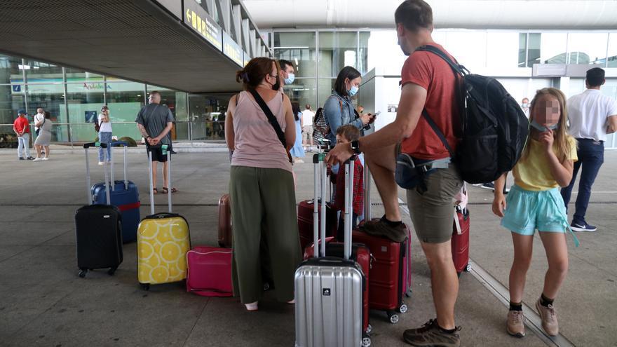 Llegada de turistas al aeropuerto de Málaga, el primer día de las vacaciones de verano de 2021