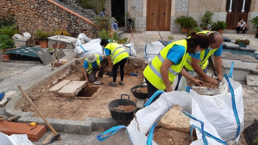 Hallan los primeros restos humanos en la fosa de Bunyola