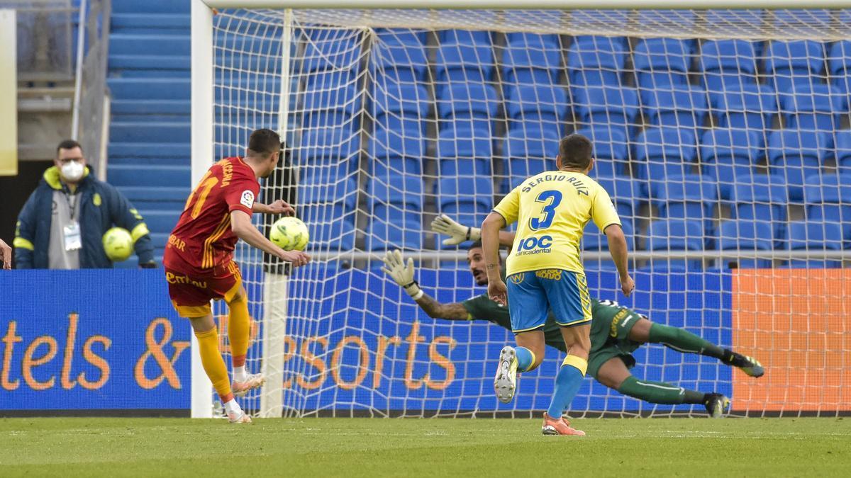 Zanimacchia, en el momento de transformar el penalti en Las Palmas.