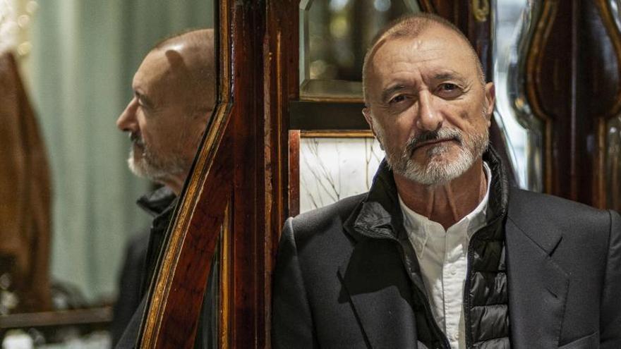 "Arturo Pérez-Reverte quiso crear ""un perfecto hijo de puta"" con la saga 'Falcó'"