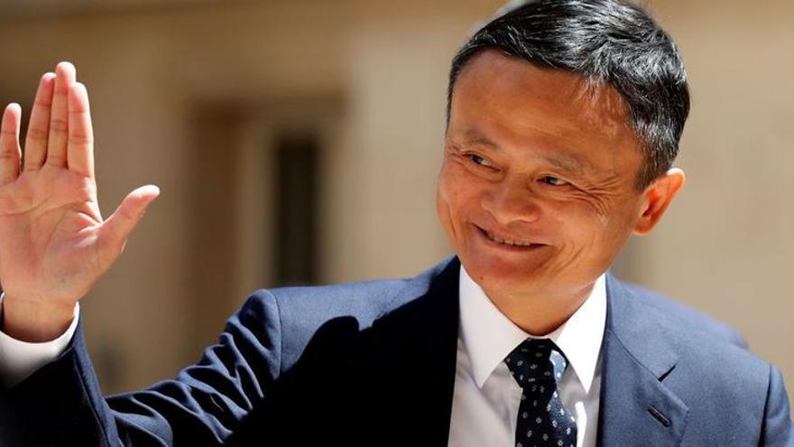 Jack Ma, el hombre más rico de China, pasea por el puerto de Mallorca y compra decoración